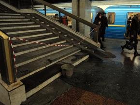 Станция метро Позняки  протекает