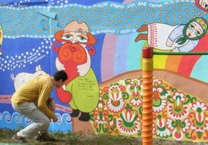 Детскую площадку в центре Киева разрисовали загадками