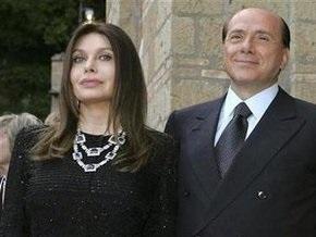 Берлускони отказывается комментировать сообщения о решении супруги подать на развод