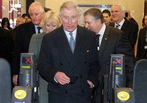 Принц Чарльз проехался в метро и посетил платформу Гарри Поттера