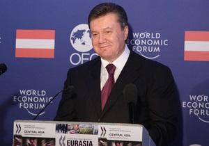Янукович пригласил иностранных инвесторов попробовать борщ и посмотреть, как раздеваются украинки