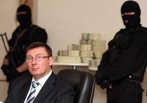 Луценко возмущен освобождением чиновника, задержанного за рекордную взятку