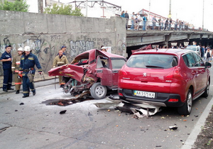 В Киеве пьяный водитель Infiniti спровоцировал масштабное ДТП, повредив четыре авто