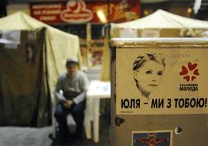 Партия Тимошенко заявила, что милиция пытается снести палатки на Крещатике