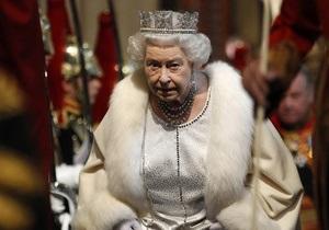 Елизавету II назвали самой незабываемой девушкой Бонда