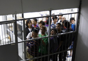 DW: Жители Чопа выступили против строительства нового лагеря для нелегалов