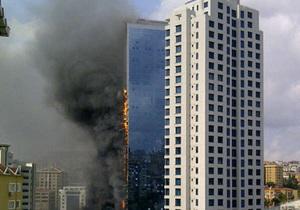 В центре Стамбула горит один из небоскребов, проводится эвакуации