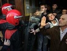Беспорядки в Испании: улицы блокируют перевернутыми авто