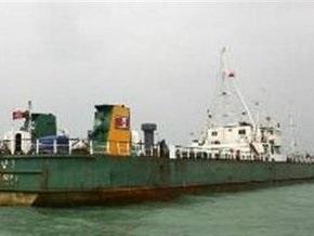 Северокорейское судно резко сменило курс