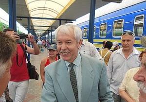 После 16 лет изгнания в Симферополь приехал бывший президент Крыма