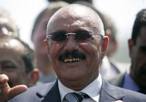 Почетный президент Йемена пообещал уехать в США