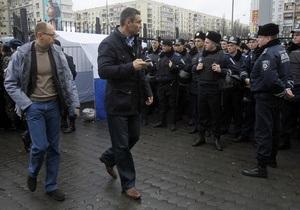 Яценюк, Кличко и Тягнибок, не дождавшись встречи с Шаповалом, пошли на заседание ЦИК