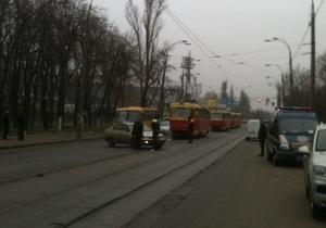 ДТП на Куреневке парализовало движение трамваев в сторону Подола