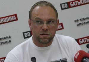 Власенко: Меня заставили снять брюки, прежде чем пропустить к Тимошенко