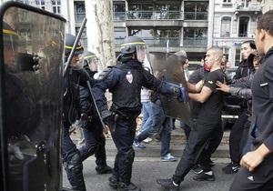 Во французской полиции рассказали, в каких случаях применяют слезоточивый газ против толпы