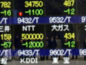Рынок сырья: Нефть дешевеет, золото растет
