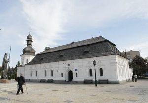 На территории Михайловского монастыря в Киеве разрушается трапезный храм