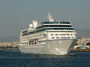 Сомалийские пираты пытались захватить круизный лайнер