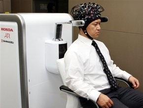 Японцы представили аппарат для управления роботом силой мысли