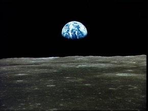 Метеориты бьются о Луну в тысячу раз тише, чем волны о Землю