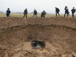 Кратер от  метеорита  в Латвии решили не закапывать