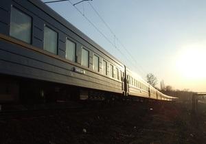 Пассажирский поезд Киев-Ужгород смертельно травмировал человека
