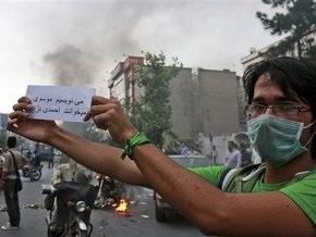 Главный соперник Ахмадинежада официально опротестовал итоги выборов