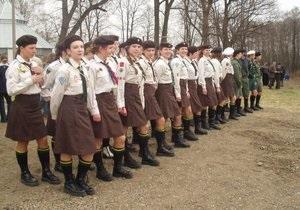 СМИ: Пластунов наказывают приседаниями за русский язык