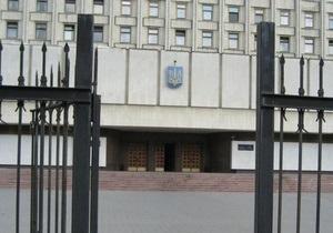 В Киеве проходит митинг против состава окружных избирательных комиссий