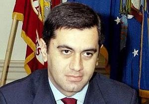 Экс-главу Минобороны Грузии, перешедшего в оппозицию, арестовали сразу после возвращения на родину