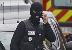 После закрытия избирательных участков в пригородах Парижа увеличилось количество полиции