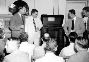 В Лондоне выставят на аукцион старейший телевизор