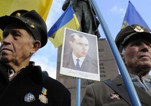 Во Львовской области неизвестные разрушили два памятника лидерам УПА