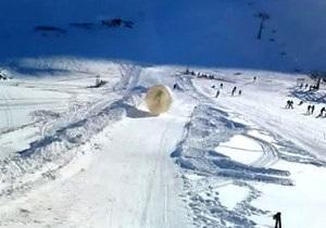 На кавказском горнолыжном курорте зорб с туристами сорвался в ущелье, погиб один человек