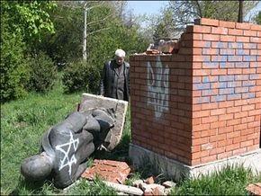 В Крыму отреставрировали памятник Ленину, разбитый вандалами