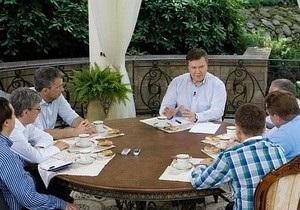 Янукович: Собственники бассейна, корта и яхт-клуба в Межигорье иногда приезжают в Украину