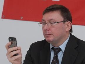 Луценко поручили проконтролировать расследование покушения на директора Фармака