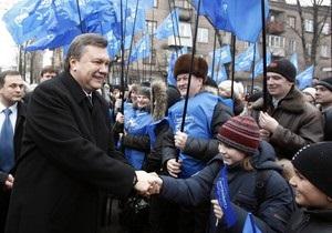 Янукович обещает принять закон о языках и вернуть десятилетку в школы