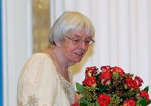 Известная российская правозащитница придет на митинг в костюме Снегурочки