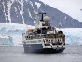 С судна, севшего  на мель в Антарктике, эвакуированы все пассажиры