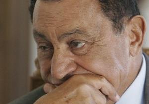 Процесс над Мубараком: 83-летний президент предстал перед судом лежа на носилках