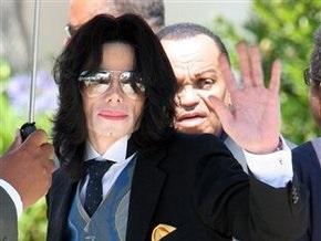 Результаты вскрытия Джексона станут известны через несколько дней