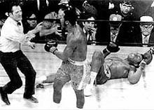 Легендарному боксеру пришлось закрыть свой спортзал