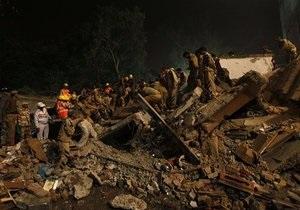 Обрушение дома в Индии: В Индии растет число жертв обрушения дома. Среди погибших оказалось 19 детей