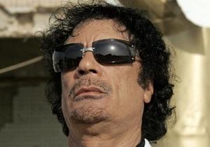 СМИ: Жена и дочь Каддафи бежали в Тунис