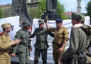 Свобода устроила во Львове театрализованное представление о войне