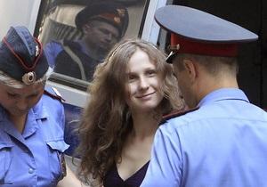 Перевод участницы Pussy Riot в одиночную камеру признан незаконным