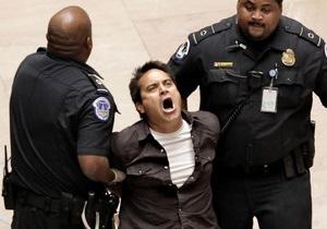 Протестующие против безработицы прорвались в здание Сената США
