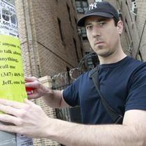 Американцу, расклеившему по городу жалобные объявления, позвонили 65 тысяч человек