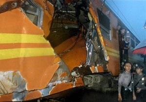 В Индонезии в результате столкновения поездов погибли 33 человека